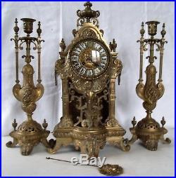 2c Garniture de cheminée style Henry II en bronze doré 19e