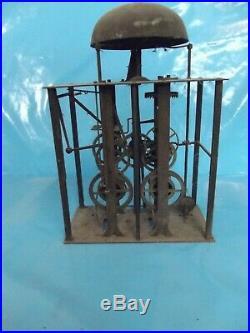 Ancien mécanisme d'horloge Comtoise horloge de parquet et une horloge à pendule