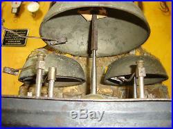 Ancien mouvement d'horloge comtoise, 4 cloches et 4 marteaux, décors jardiniers
