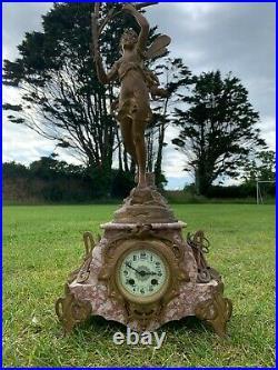 Ancienne pendule de cheminée XIXème Style Louis XV marbre rose avec statue