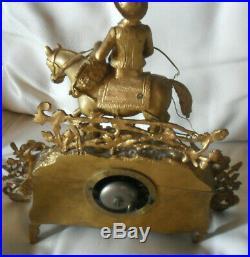 Ancienne pendule entièrement en bronze doré, un citadin à la campagne