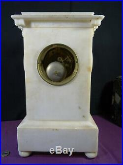 Ancienne pendule époque Charles X en albatre mouvement à fil