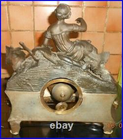 Ancienne pendule garniture de cheminée décors jeune femme vigne musique