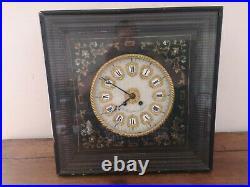 Ancienne pendule horloge il de buf