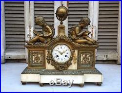 Astronomique! Pendule en bronze doré et marbre à décor astronomique
