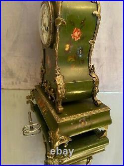 Cartel fin XIXe début XXe avec socle au vernis Martin de style Louis XV