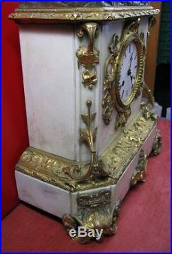 Conséquente pendule à sujet en bronze doré, bronze patiné et marbre