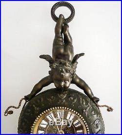 Grand cartel d'applique à décor d'angelot en régule et bronze d'époque 1900