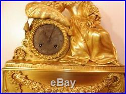 Grande pendule bronze dore 1ere moitie du XIXeme mouvement a reparer