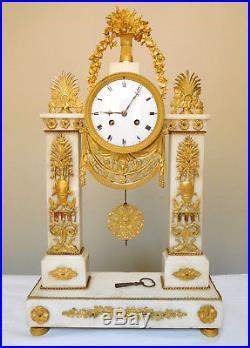 Grande pendule en MARBRE et BRONZE DORE époque Directoire Consulat fin XVIIIe