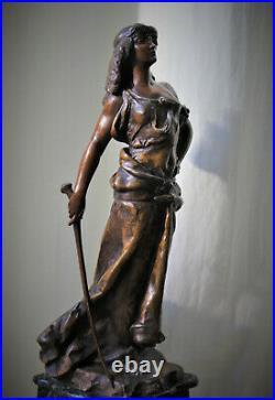 Grande pendule marbre titrée JUDITH épreuve régule, Hippolyte François MOREAU