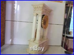 Grande pendule portique albatre et bronze dore fonctionne sonne
