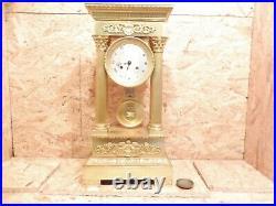 Grande pendule portique style empire bronze et laiton dore fonctionne sonne