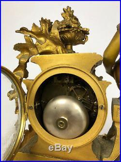 Horloge / Pendule En Bronze Doré À Décor D'une Femmme Cadran Signé Bellart