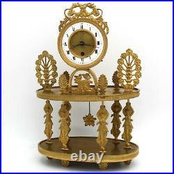 Horloge Pendule Portique d'époque Restauration en Bronze doré -du 19ème siècle