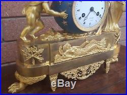 Horloge Pendule d'époque Directoire En Bronze dorè du 18ème siècle