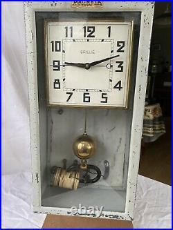 Horloge pendule Mère Brillié Magnéta