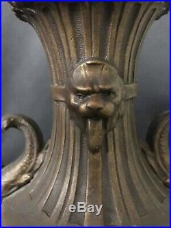 Importante garniture de cheminée par F. Moreau