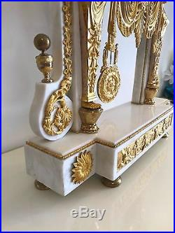 Imposante Pendule Portique Louis XVI en marbre et bronze doré, d'époque XVIIIé