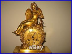 Jolie Pendule D'époque Empire-restauration En Bronze + 1 Beau Chérubin S. Cadran