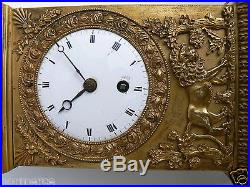 Joli et ancienne pendule horloge borne en bronze Empire décor lion palmette 19th