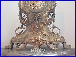 Jolie Et Grande Pendule Ancienne En Bronze Dore Hauteur 52 CM