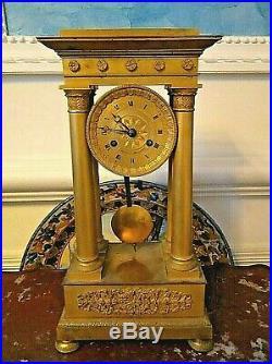 Jolie pendule Empire 4 colonnes en bronze doré