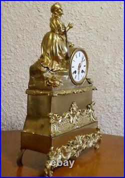 PENDULE EN BRONZE DORÉ EPOQUE NAPOLÉON 1er DÉBUT 19ème Jeune Fille en prière