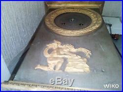 Pendule 36cm borne Empire Restauration Amour Cupidon bronze doré clock pendola