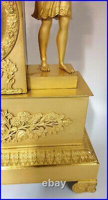 Pendule D'époque Empire Bronze Doré A Deux Patines Mouvement A Fil