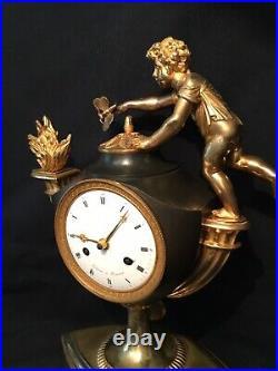 Pendule Empire Putto au Papillon Bronze doré (French ormolu Clock)