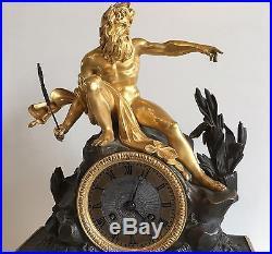 Pendule En Bronze Patiné Et Bronze Doré Neptune Et Fontaine Qui Tourne