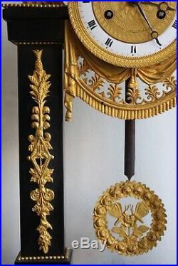 Pendule En Marbre Noir d' Epoque Louis XVI