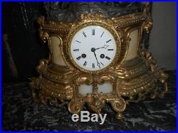 Pendule Horloge Statue Avec 2 Personnages En Regule Dore