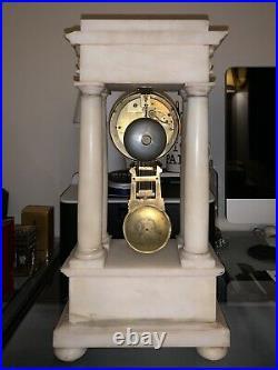 Pendule Horloge ancienne portique à colonnes en albâtre début XIXe