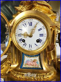 Pendule Louis XVI En Bronze Doré Avec Plaques En Porcelaine De Sèvres