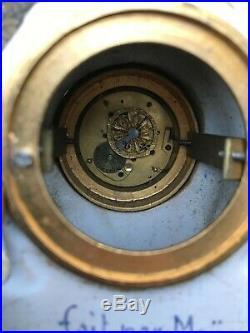 Pendule / Pendulette en faïence formant comtoise, mouvement coq. XIXe s