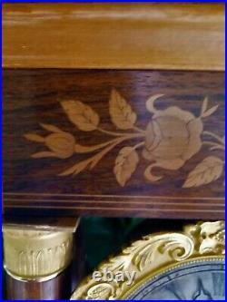 Pendule Portique Charles X palissandre et marqueterie bois clair 19ème