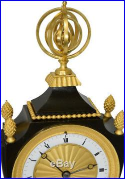 Pendule Vase. Kaminuhr Empire clock bronze horloge antique cartel