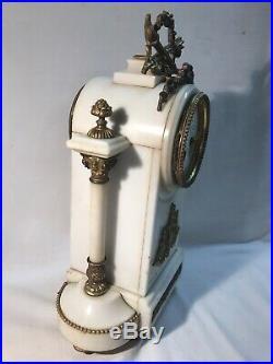 Pendule à colonnes en marbre blanc et bronze Style Louis XVI