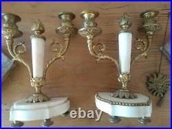 Pendule à portique Louis XVI marbre blanc et bronze doré + 2 bougeoirs