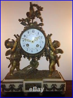 Pendule ancienne aux Puttis en bronze