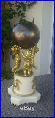 Pendule aux Putti, amours, angelots en bronze doré et marbre blanc, XIXe H/52 CM