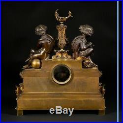 Pendule aux Putti en bronze doré et patine brune, XIXe