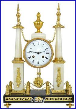 Pendule aux obélisques. Kaminuhr cartel empire bronze clock horloge montre