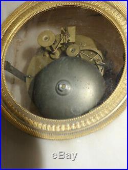 Pendule borne en albatre Charles X mouvement à fil fonctionne