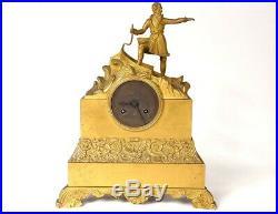 Pendule bronze doré navigateur explorateur palmettes Restauration XIXème