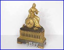 Pendule bronze femme reine oiseau décor gothique french clock XIXème siècle