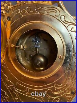 Pendule cartel en bronze doré de style Louis XV