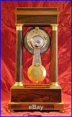 Pendule à colonnes Louis-Philippe en palissandre marqueté et bronze doré